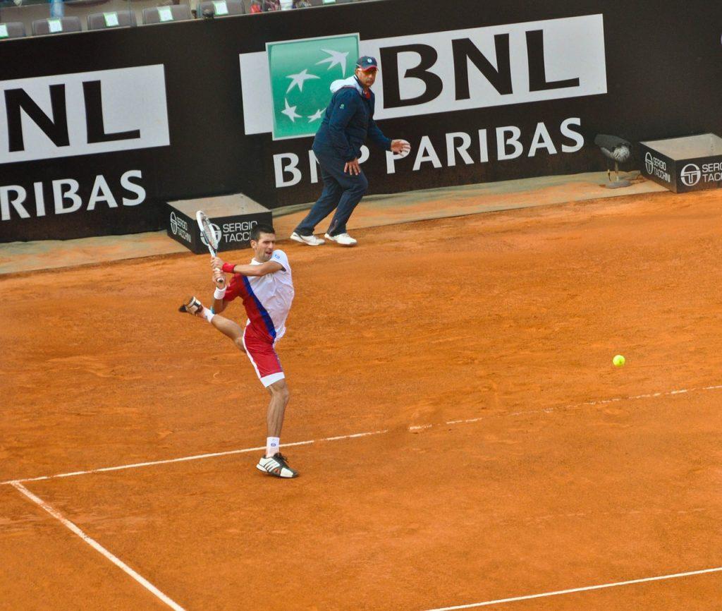 Novak Đoković durante un incontro degli internazionali di tennis a Roma