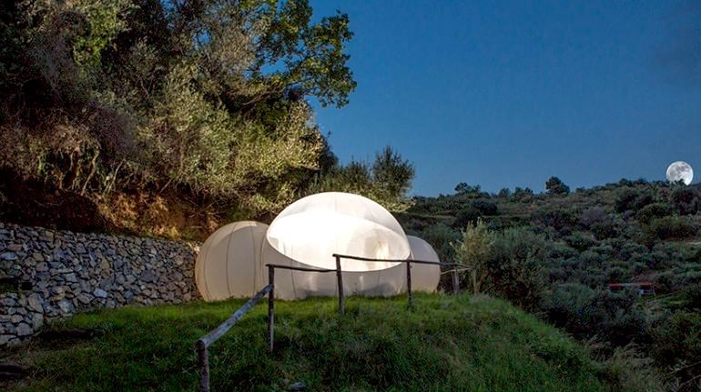 la Green Bubble Room nel verde della tenuta