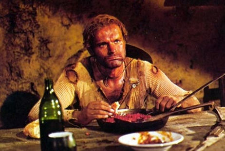 Lo chiamavano Trinità film - Terence Hill davanti alla padella di fagioli