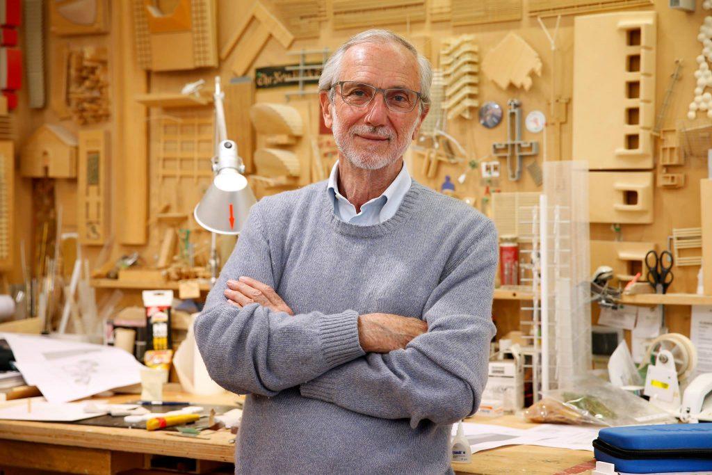 Compie gli anni Renzo Piano. L'architetto, nel suo studio