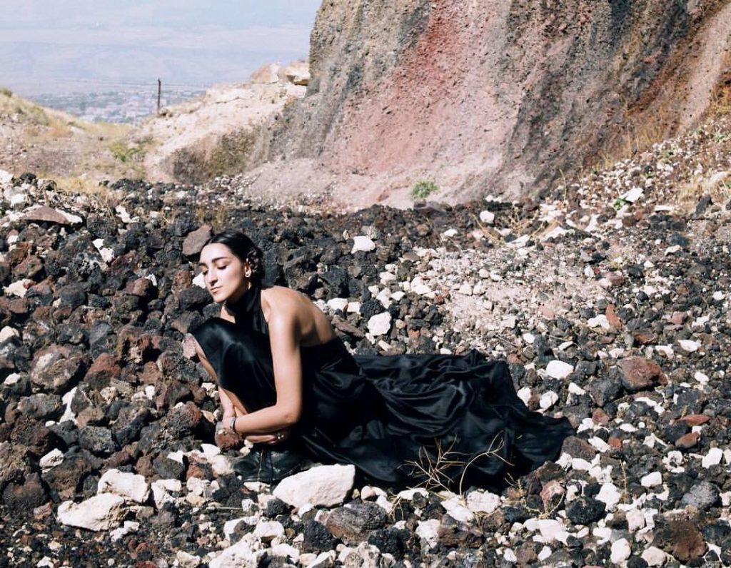 Armine Harutyunyan la modella di Gucci ritratta nel murales di Raffo art