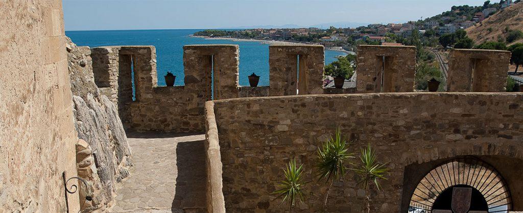 Le mura merlate del castello