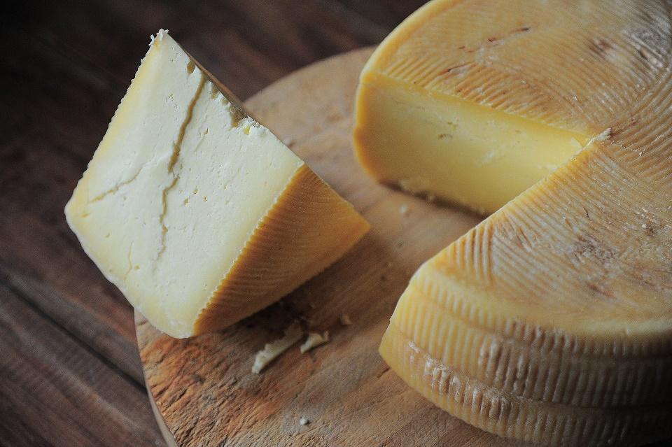 formaggi italiani - pezzo di formaggio