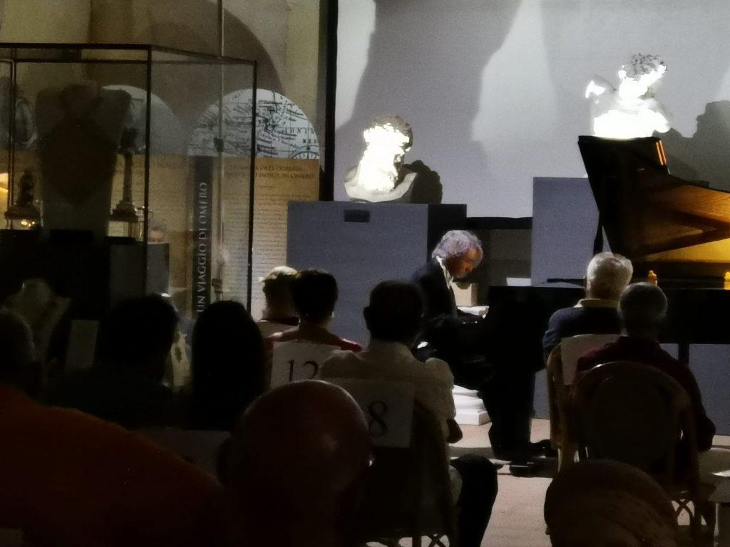 Odissea Museum - il maestro emilio aversano al pianoforte