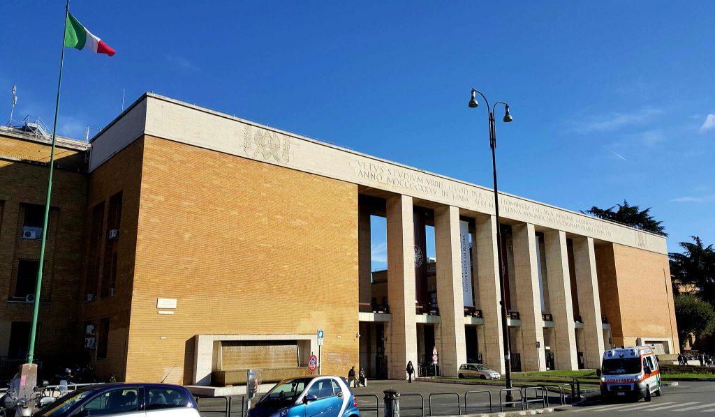 Ingresso monumentale dell'Università La Sapienza a Roma