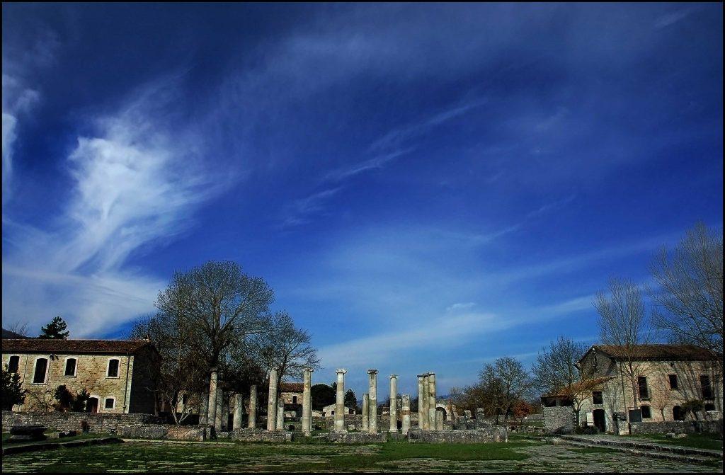 scavi archeologici, la Basilica vista dal Foro