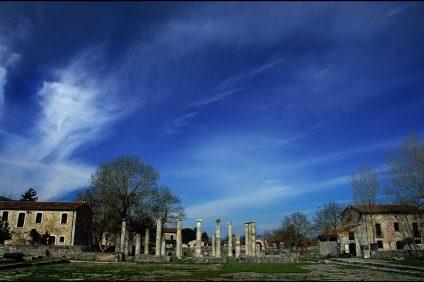 scavi archeologici di Sepino. la Basilica vista dal Foro