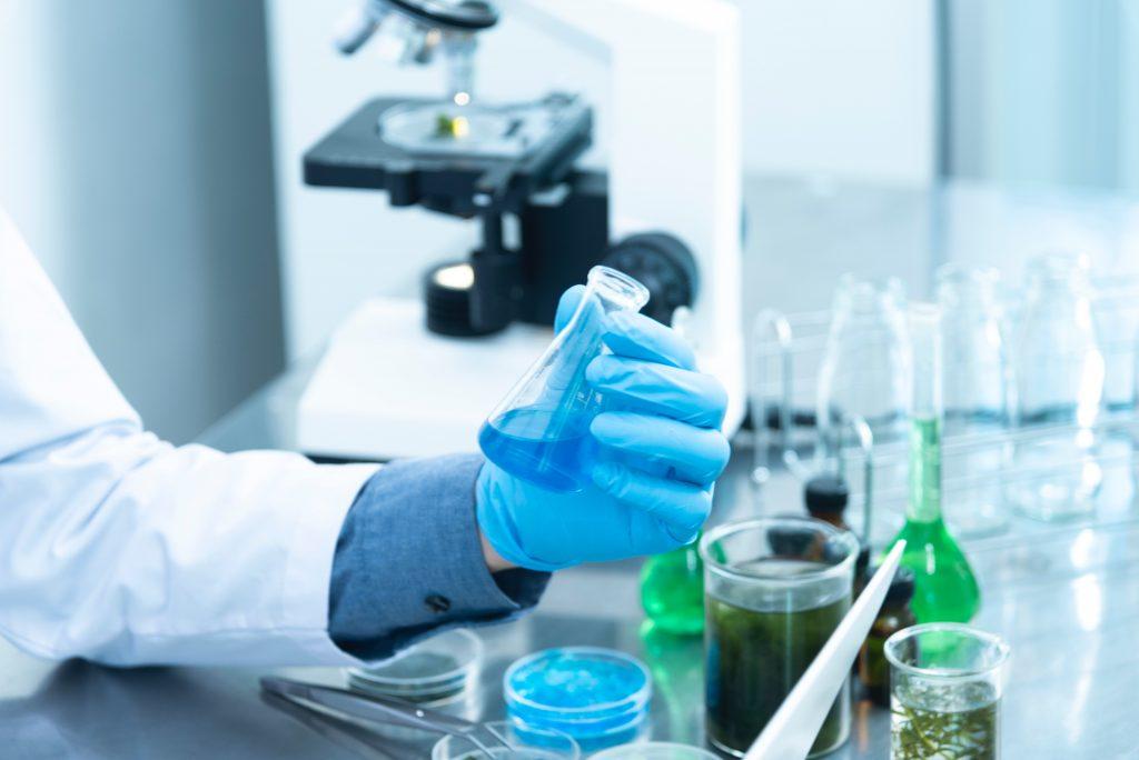 vaccino italiano - provetta di laboratorio