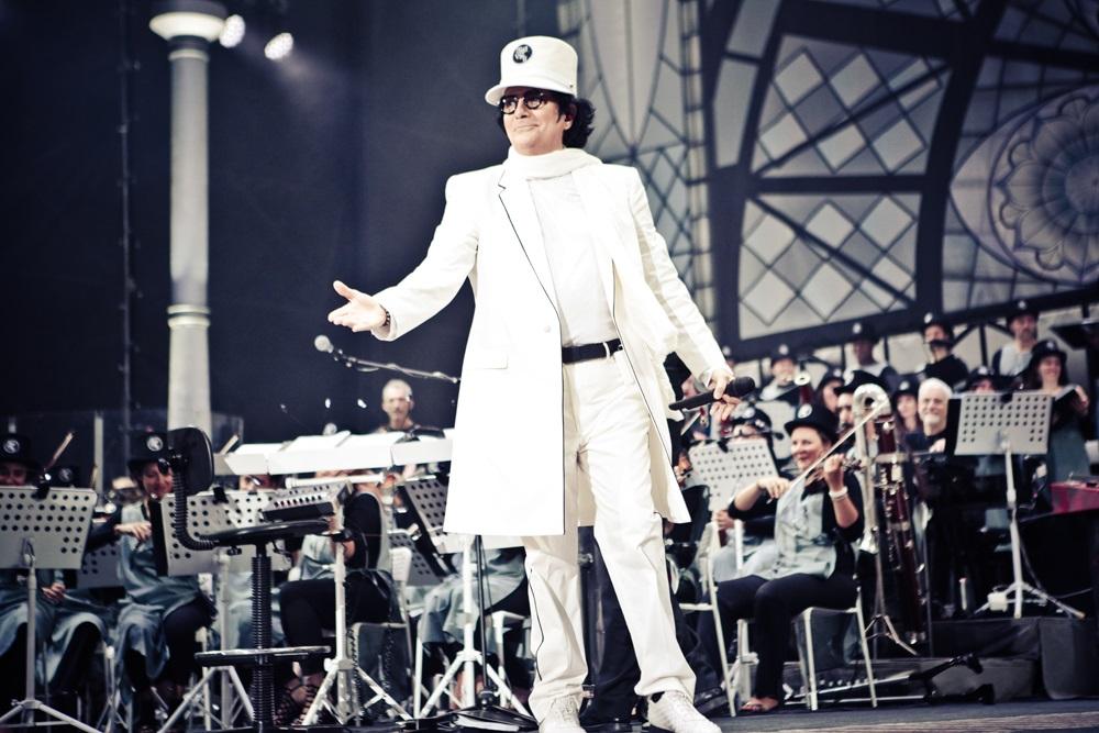 Renato Zero durante un concerto