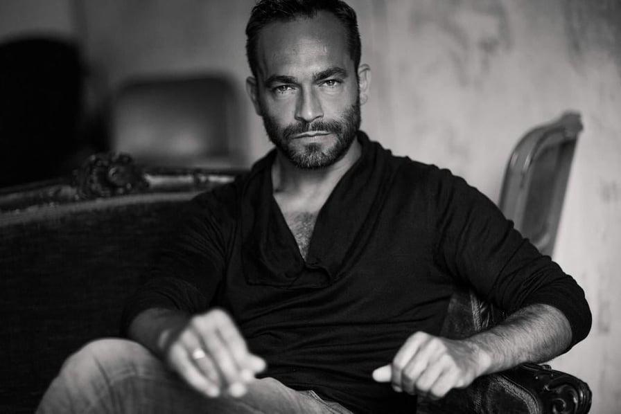 Nella foto il giovane attore Francesco Castiglione
