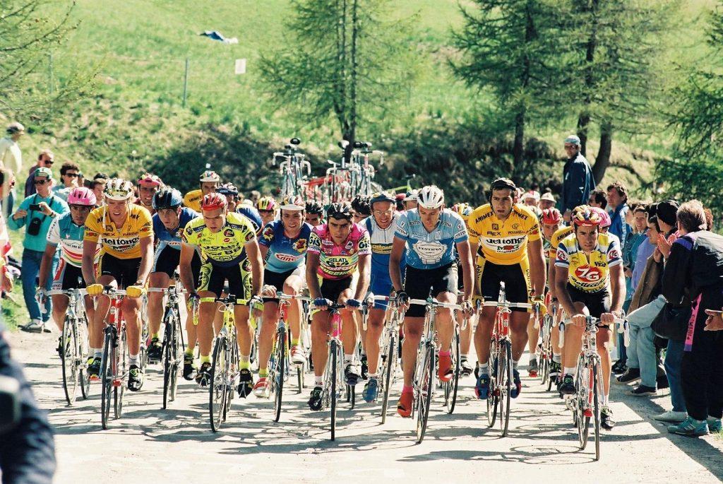 Gruppo di ciclisti durante una tappa del Giro D'Italia