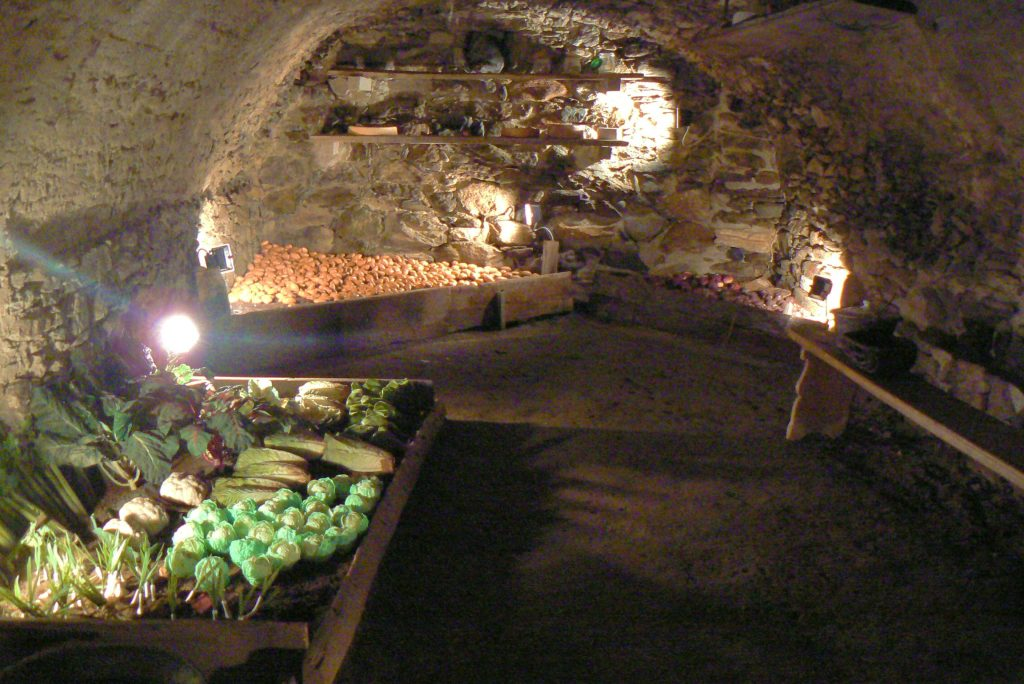 Maison Bruil - cantina dove si conservava frutta e verdura