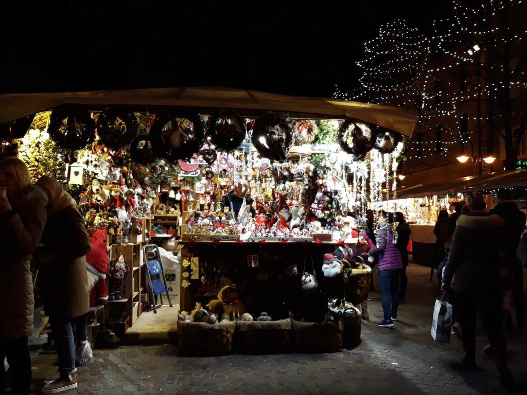 Mercatini di Natale annullati - mercatino a Trento