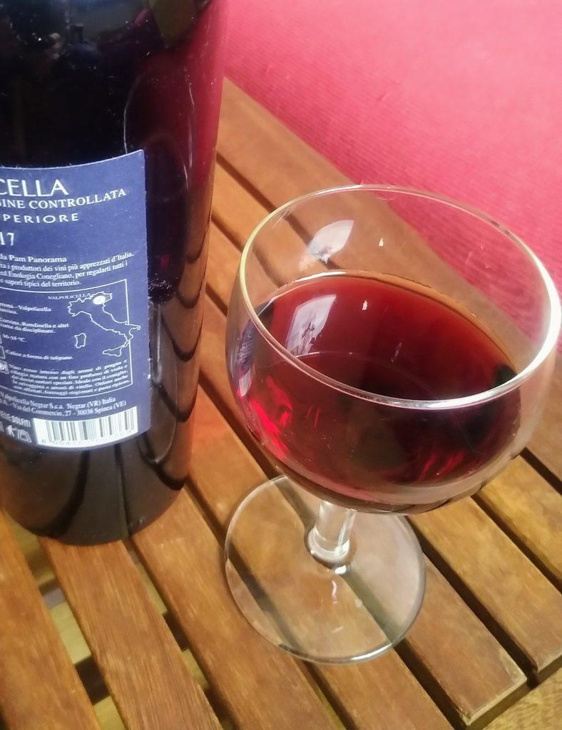 San Giorgio di Valpolicella - bicchiere con vino