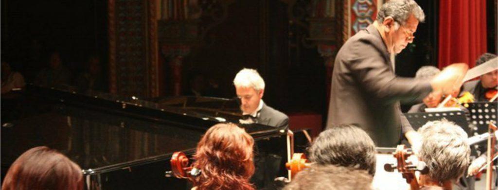 Leonardo Saraceni suona il piano
