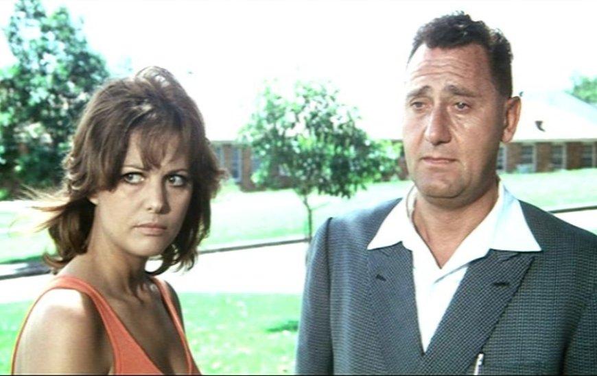 Lingua italiana - Alberto Sordi e Claudia Cardinale nel film Bello, onesto emigrato Australia sposerebbe compaesana illibata