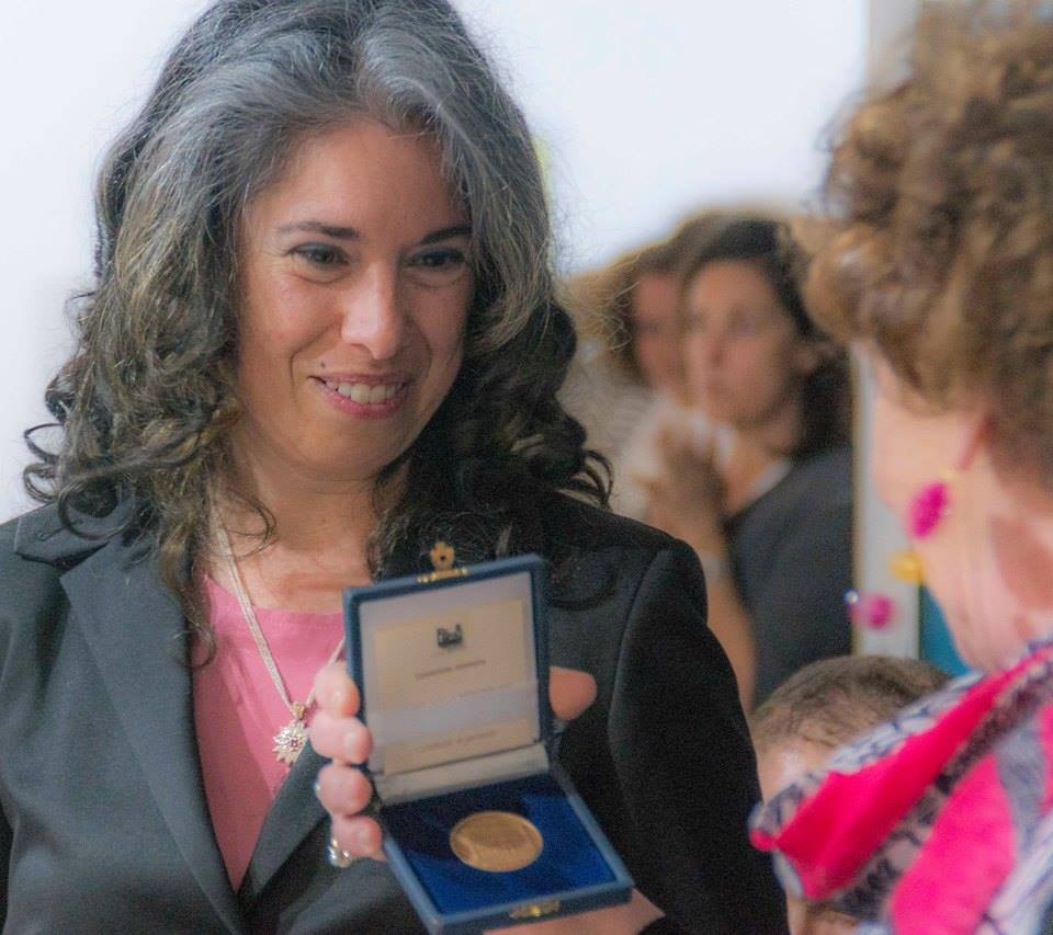 Manuela Fragale riceve la medaglia
