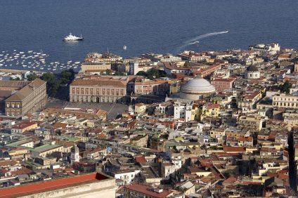 La canzone italiana- veduta di Napoli dall'alto