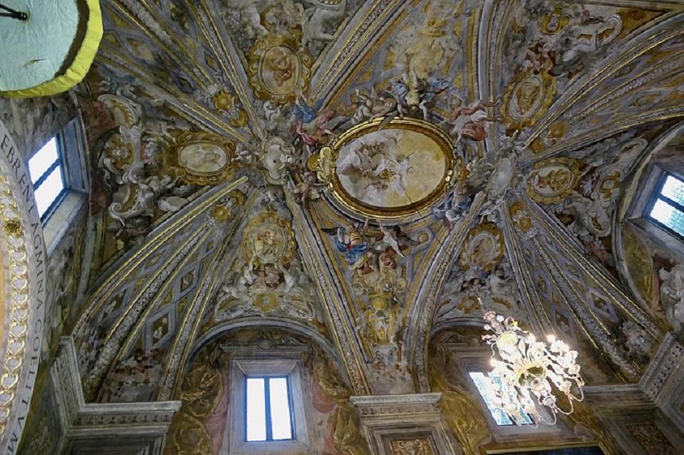 L'interno dell'oratorio di San Bernardino a Urbino