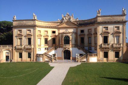 Vittoria Alliata risiede a Villa Valguarnera