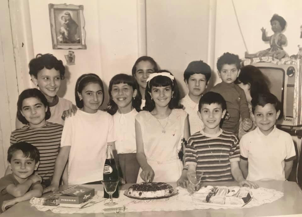 mitici anni '60 in Sicilia a Ragusa Ibla - foto i bianco e nero di bambini ad una festa