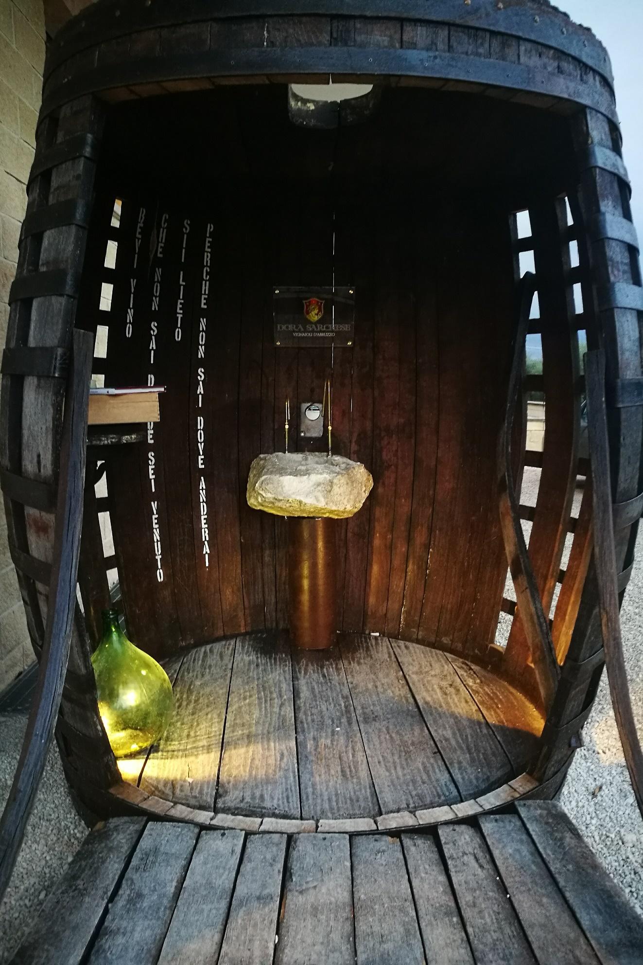 interno della fontana del vino