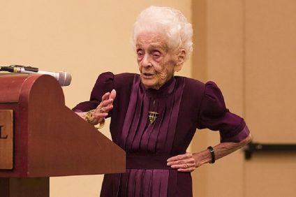 Rita Levi Montalcini durante una conferenza
