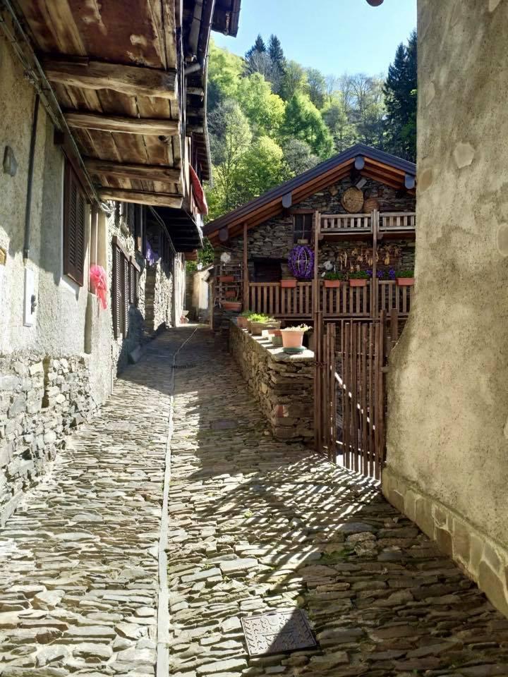 Stradine del borgo di Monteviasco.