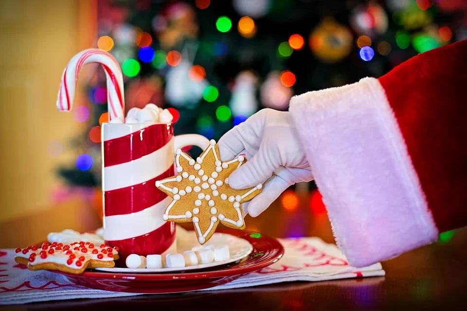 I tipici dolcetti che attendono Babbo Natale nelle case