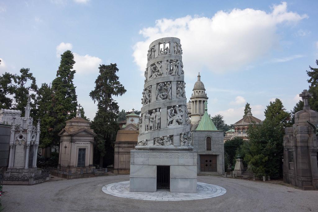 opera dentro il cimitero monumentale di Milano