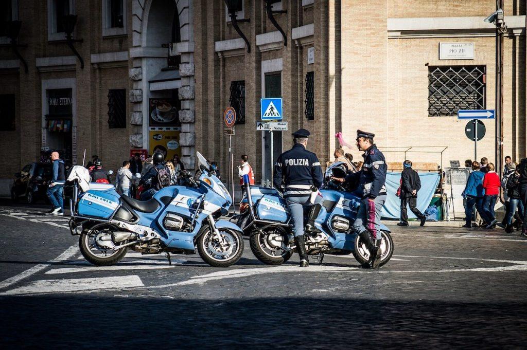 Spostamenti a Natale - Polizia con moto a Roma