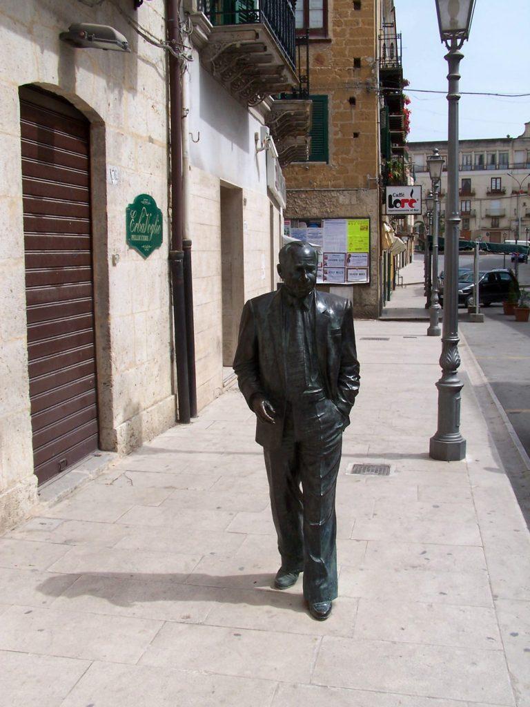 Sciascia - statua