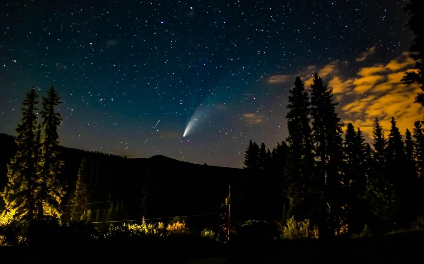 Stella cometa di Betlemme - Scia di una cometa di notte
