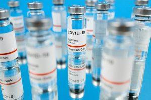 Vaccine Day - Fiale di vaccino contro il Covid