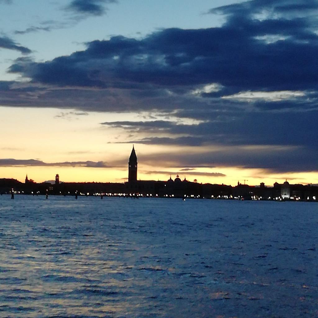Venezia profilo di San Marco al tramonto