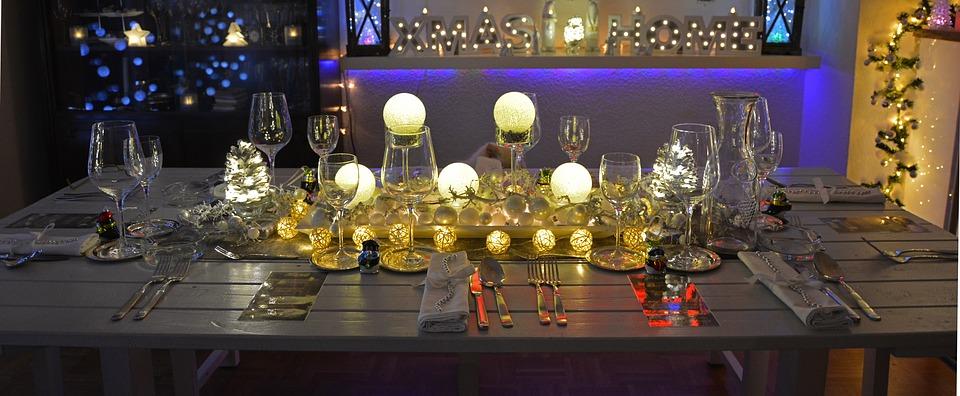 tavola di natale nelle feste