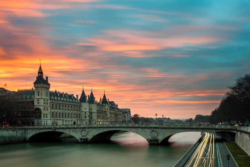 unione europea zona rossa - paesaggio di parigi