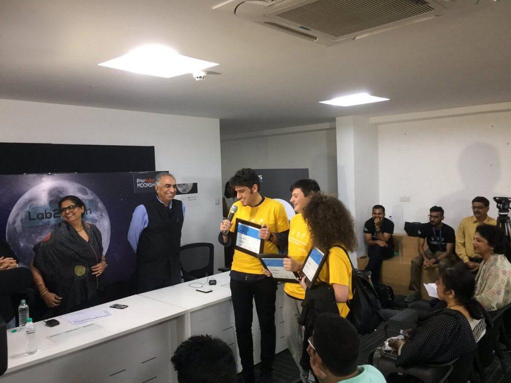 Mattia Barbarossa - Mattia riceve il premio Lab2Moon insieme ad Altea Nemolato e Dario Pisanti