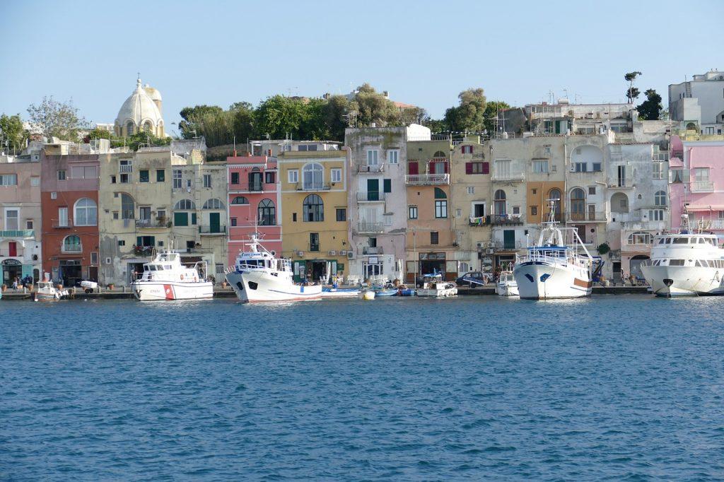Isola di Procida vista dal mare