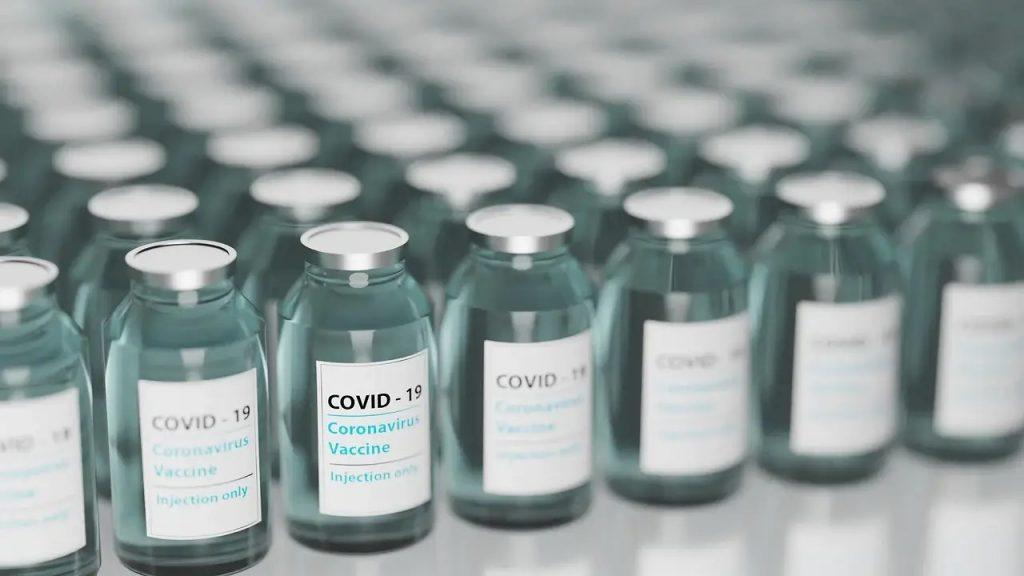 Vaccino Oxford AstraZeneca - fiale vaccino anti Covid-19