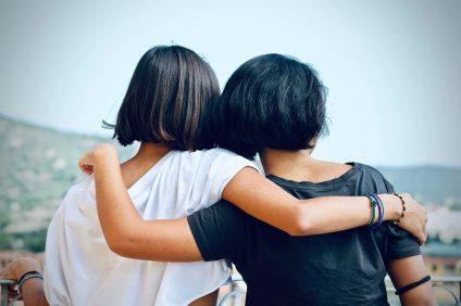 Abbracci tra amici