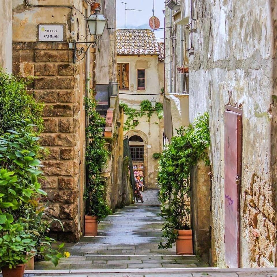 Pitigliano, le strade del borgo