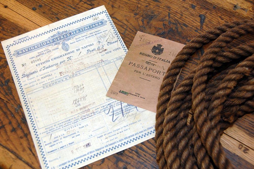 antico biglietto e passaporto