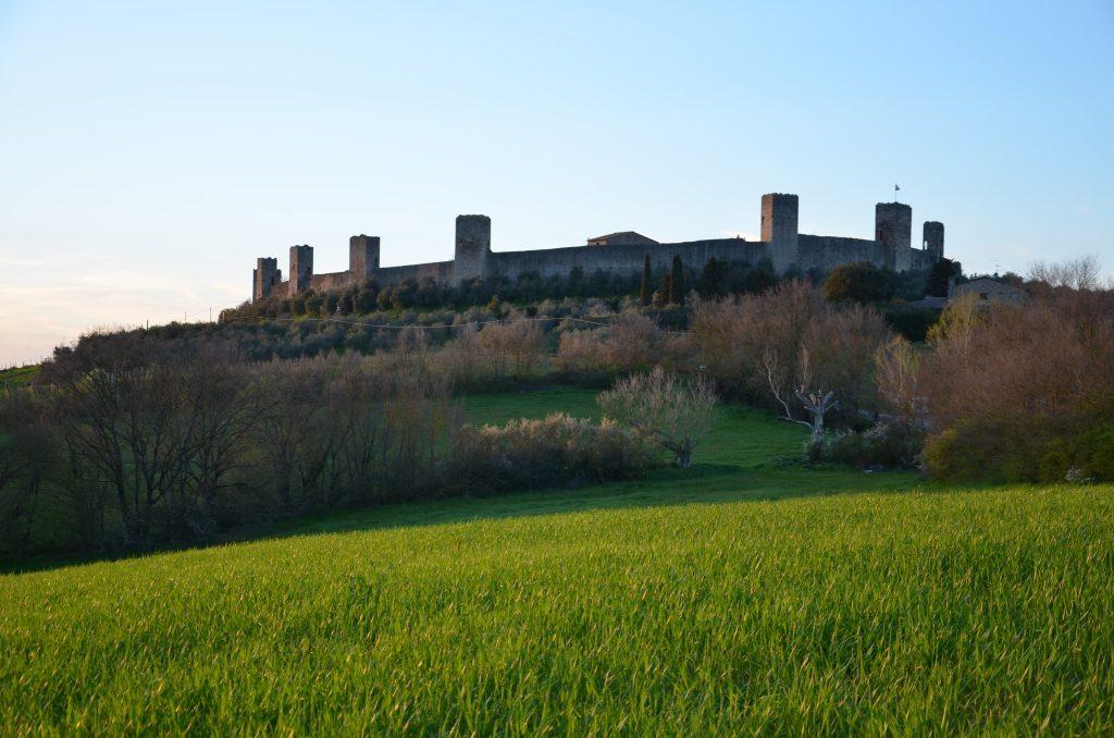 Monteriggioni, città contornata da mura