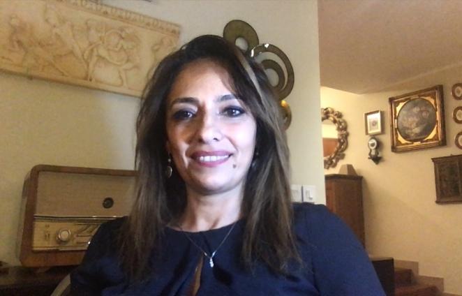 Paola Stranges durante la diretta del caffè letterario