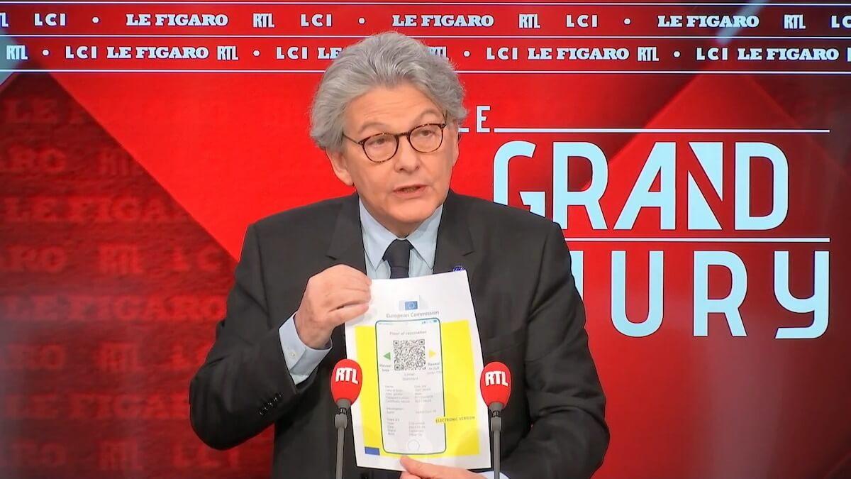 Passaporto sanitario europeo - Thierry Breton mostra il certificato a RTL