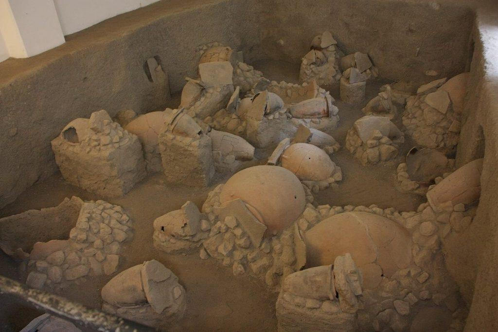 Isole Eolie - Vasi rinvenuti nella necropoli di Lipari