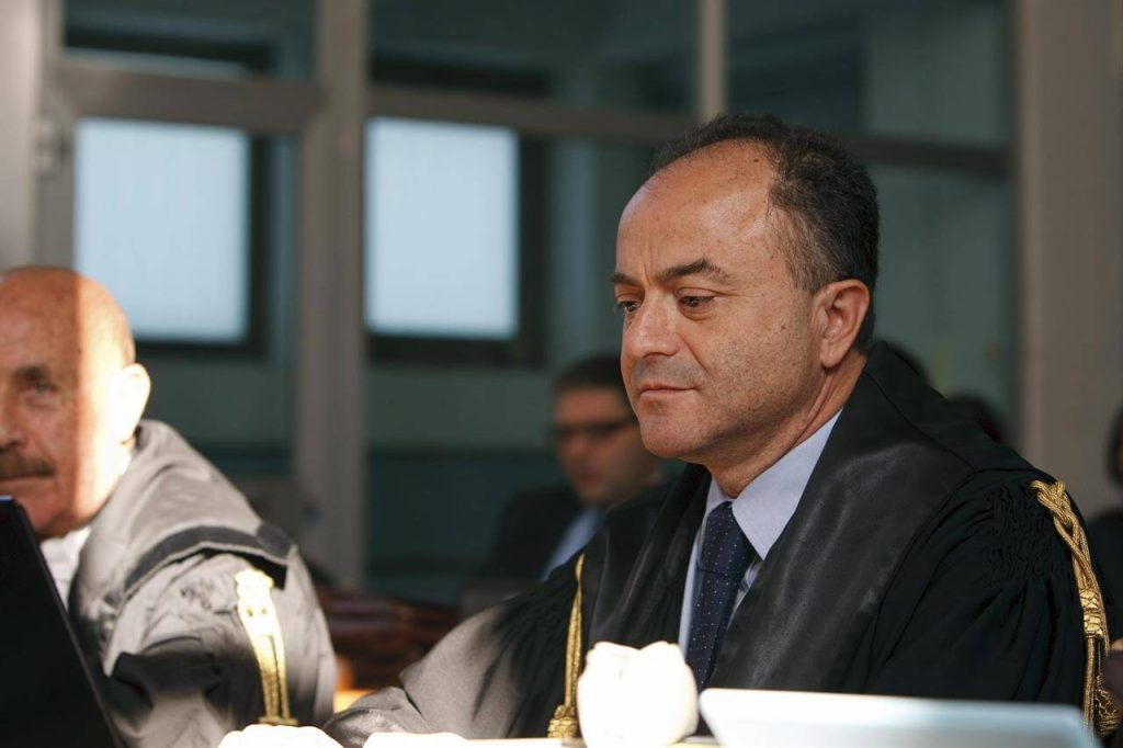 Nicola Gratteri in toga durante un processo