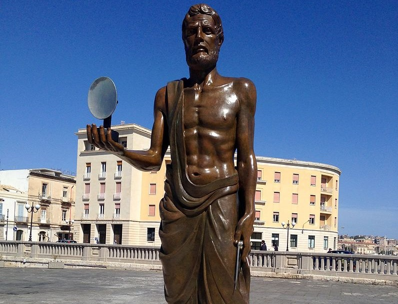 Pi greco - La statua di Archimede realizzata a Siracusa