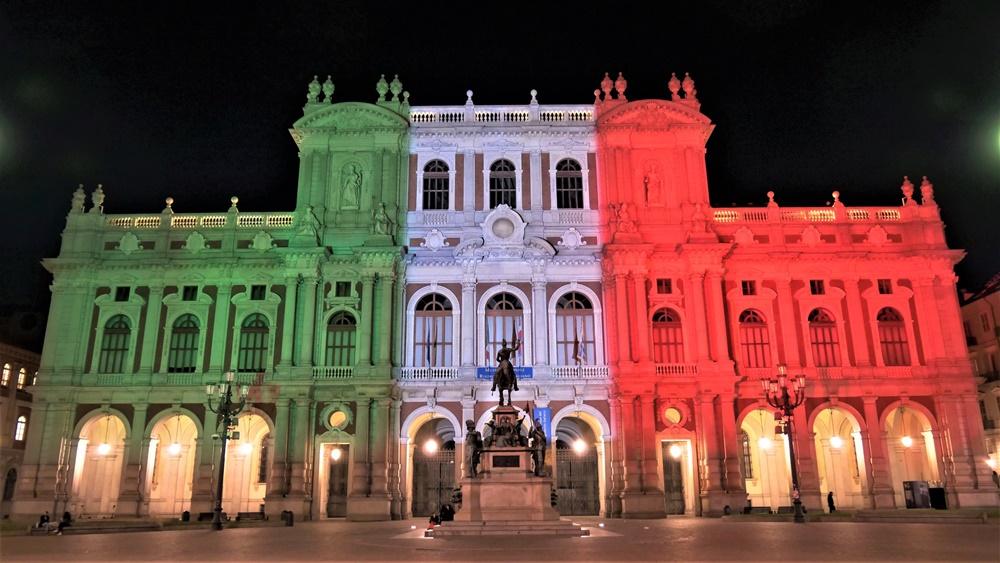 Unità Nazionale - immagine notturna tricolore del Campidoglio